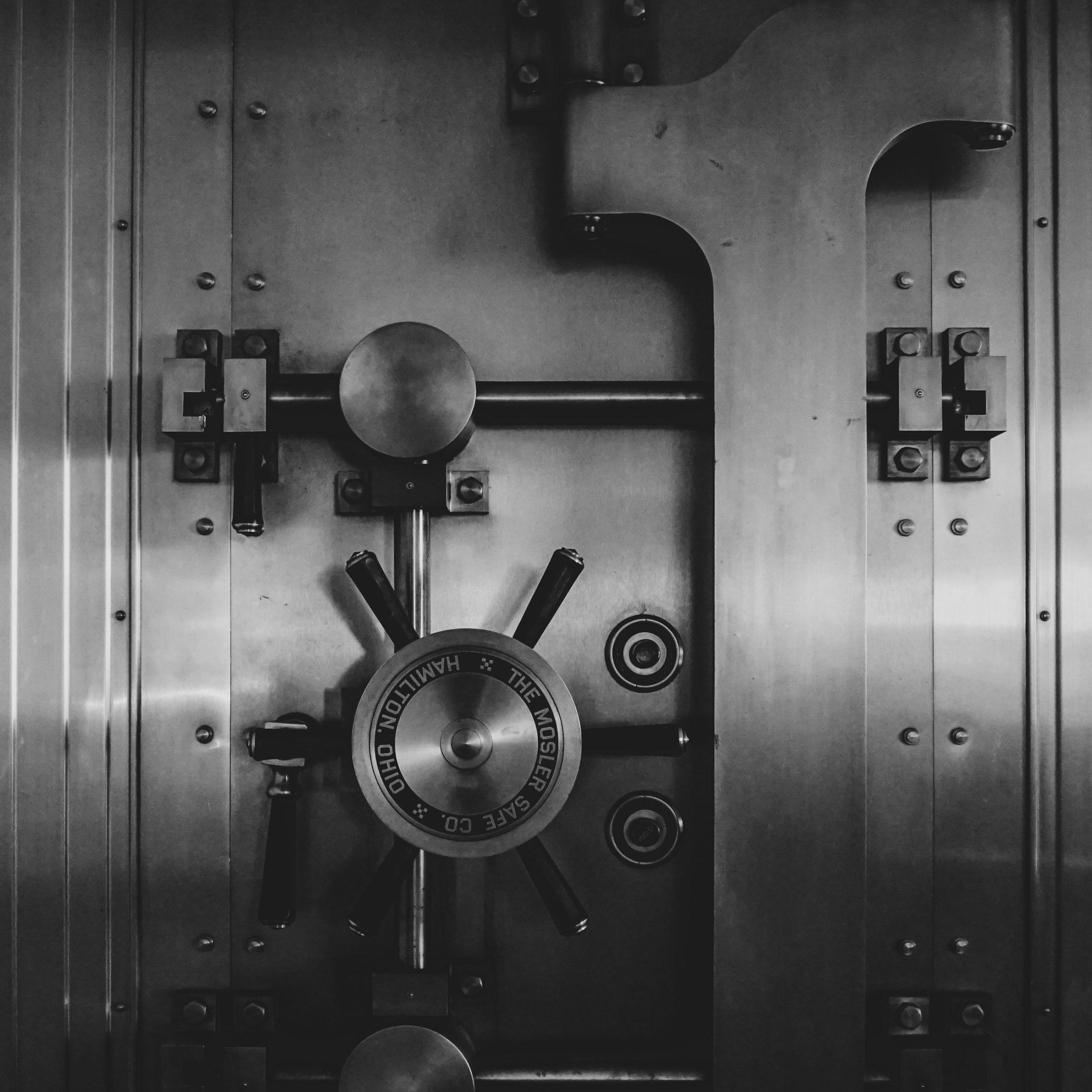¿Es mejor una alarma o una puerta blindada para casa?
